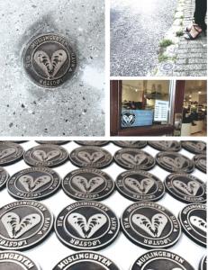 De smukkeste bronze-skilte er nedfældet i veje og gader i Løgstør og spiller sammen med det nye bykort - så turisten bedre kan finde vej. Det er afgørende for byens butikker, caféer, museum, m.fl.